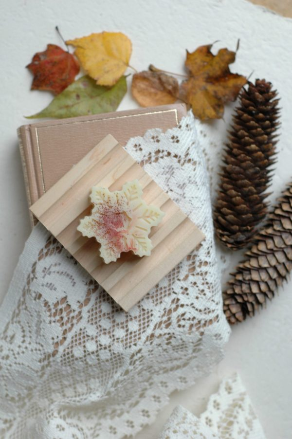 These specialty snowflake soaps are inspired by the holiday of Twelfth Night, popular in Jane Austen's day. The perfect Jane Austen gift for a Lady.
