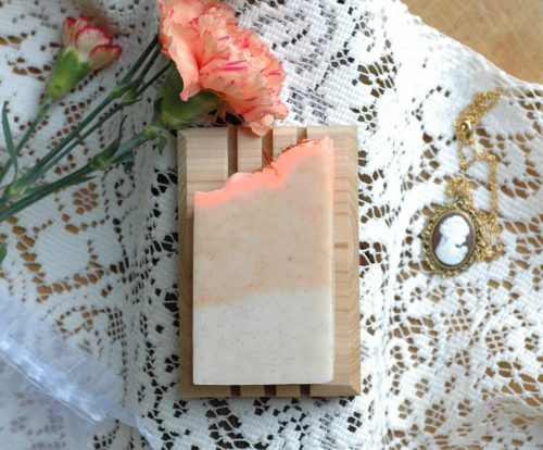 This apricot and freesia bar soap bar is inspired by the Moor Park apricot tree of Mansfield Park. Whether eating them fresh or making a tart or preserve, you might have to fight for your share. The perfect Jane Austen gift for a lady!