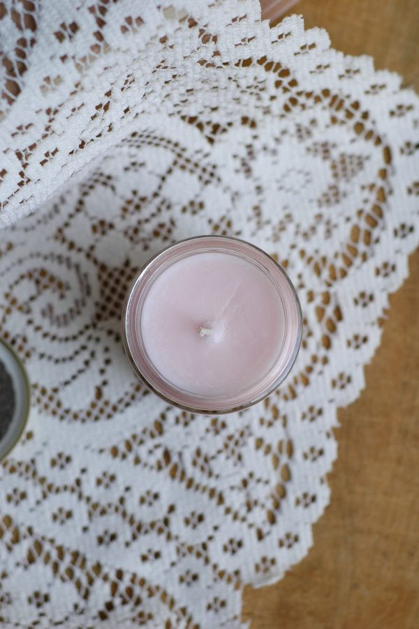 This Pemberley in Pink candle is the luxurious scent of fresh cream and rose petals, perfect for a walk outdoors. It is an inspired Jane Austen gift for a Lady.
