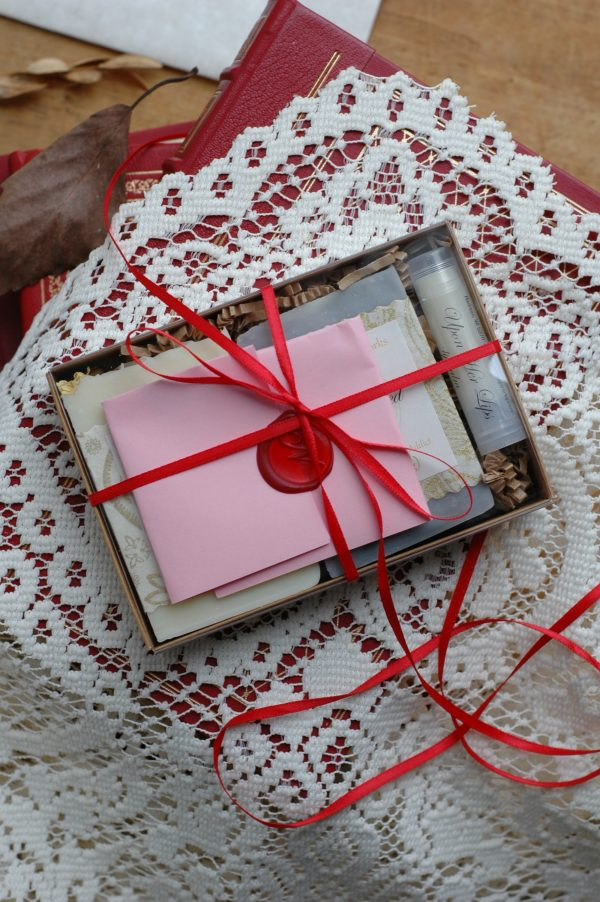 This Literary Loves gift set is a grouping of romantic delights for the reader. With products inspired by Jane Austen, Charlotte, Bronte, and Oscar Wilde. Perfect for Valentine's Day or a Galentine's gift for a friend.